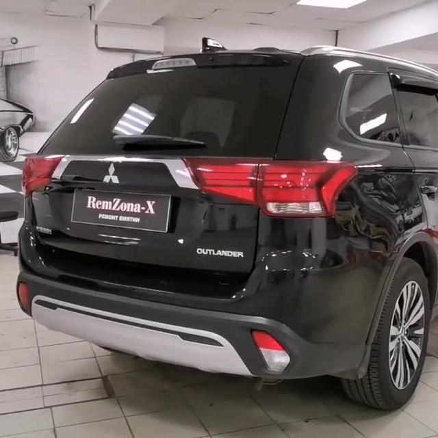 Ремонт вмятин без покраски в Москве на автомобиле Mitsubishi Outlander