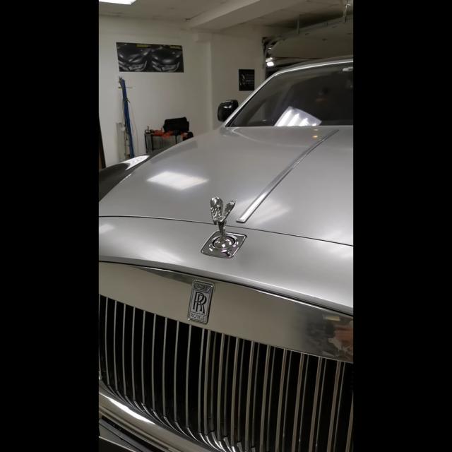Удаление вмятин без покраски на автомобиле Rolls-Royce Phantom