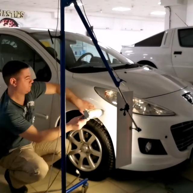 Ремонт вмятин без покраски на автомобиле Peugeot 307