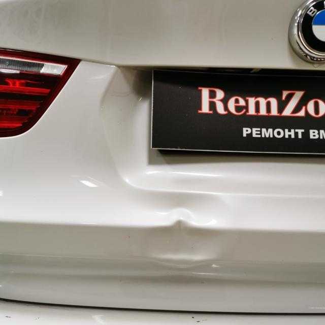 Автомобиль BMW X3- Вмятина на багажнике