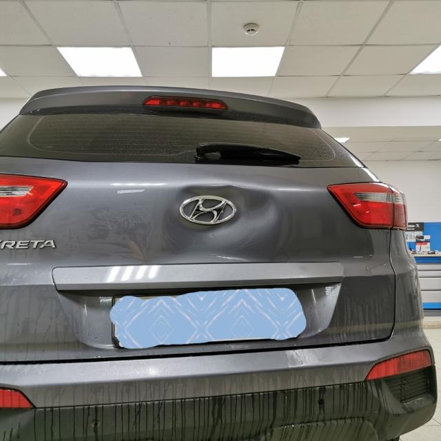 Автомобиль Hyundai Creta- Вмятина на багажнике
