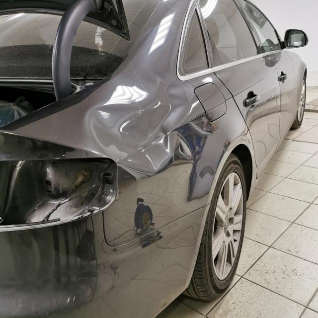 Автомобиль Audi A4- Вмятина на крыле