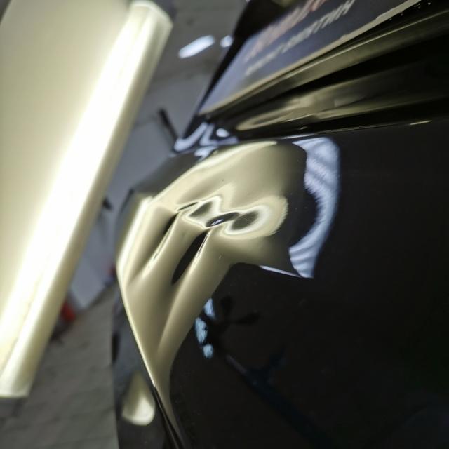 Автомобиль BMW X5- Вмятина на багажнике